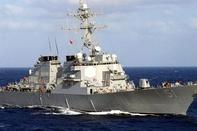 برخورد ناوشکن آمریکایی با یک کشتی باری