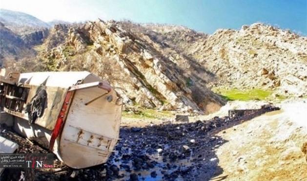تصادف تانکر نفتکش در محور پلدختر خرمآباد / ورود مواد نفتی به رودخانه کشکان