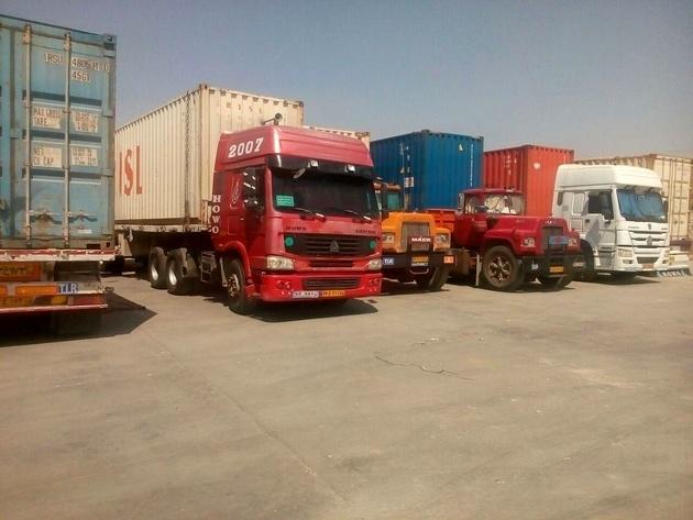 ادامه توقف کامیونها در مرز باشماق + تصاویر