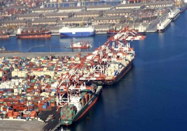 تخلیه همزمان ۱۳ کشتی حامل کالای اساسی در بندر امام