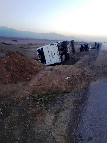 واژگونی اتوبوس مسافربری در محور دامغان_شاهرود با ۳۳ حادثهدیده