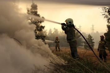 تصاویر | آتشسوزی در اتوبان تهران کرج