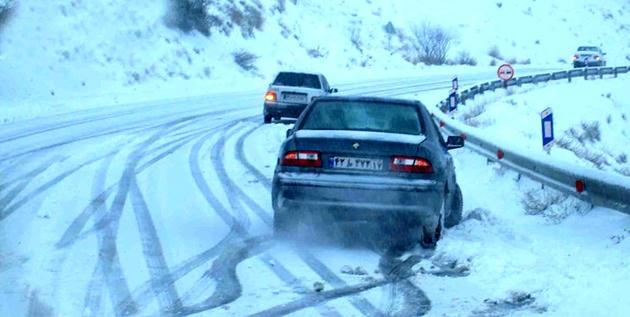 انسداد ۹ جاده به دلیل بارش برف و سیلاب/ کندوان فردا یکطرفه میشود