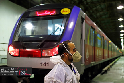 ضدعفونی کردن واگنهای متروی تهران