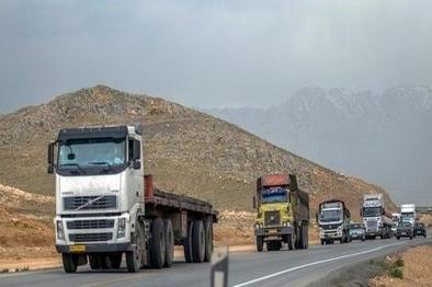 توزیع بیش از 11000 حلقه لاستیک بین رانندگان حمل و نقل جادهای سمنان