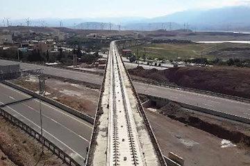 اجرای روسازی دال خط بتنی برای اولین بار در طولانی ترین پل راه آهن قزوین-رشت