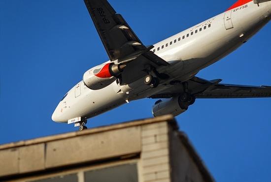 پرواز هواپیماها در آسمان تهران