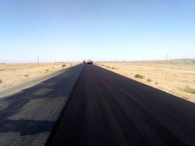 شروع هفت کیلومتر عملیات روکش آسفالت از محور سهراهی شادمهر-سهراهی مهنه