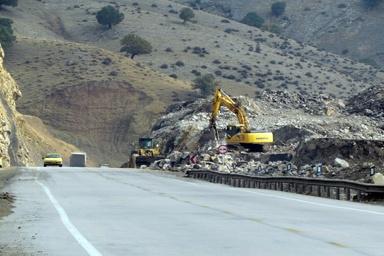 احتمال ریزش کوه در جادههای کوهستانی استان زنجان وجود دارد