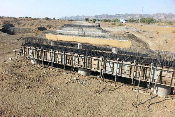 پیشرفت ۷۵ درصدی پل بزرگ تیتانیوم کهنوج در جنوب کرمان