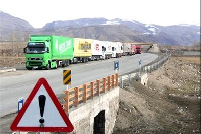 حسننیا: دستورالعملهای عبور از مرز باید اصلاح شود