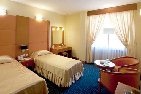 تاکید بر حق قانونی اقامت زنان مجرد در هتلها