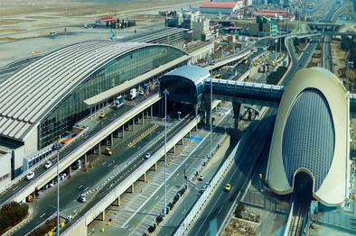 پارکینگ موقت رانندگان فرودگاه امام در گرمای داغ تابستان را بببنید