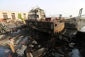 عکس/ بندر یمن پس از حمله هوایی