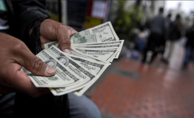 عقبنشینی دلالان، ریزش دلار