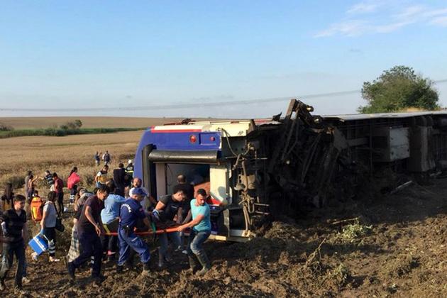 10 کشته و 73 زخمی در سانحه خروج قطار ترکیه از ریل